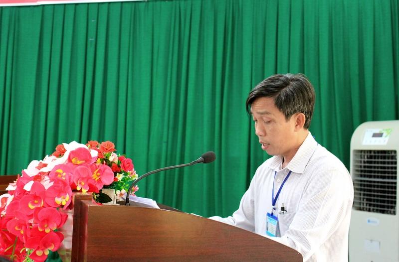 Ông Lê Thanh Sơn - Phó trưởng phòng Nội vụ huyện Buôn Đôn trình bày báo cáo tại buổi làm việc