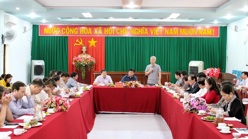 TS. Trịnh Thanh Hà - Giảng viên Học viện Hành chính Quốc gia trao đổi tại buổi làm việc