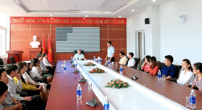 TS. Thiều Huy Thuật - Phó Giám đốc Phân viện Học viện Hành chính Quốc gia khu vực Tây Nguyên phát biểu tại buổi làm việc