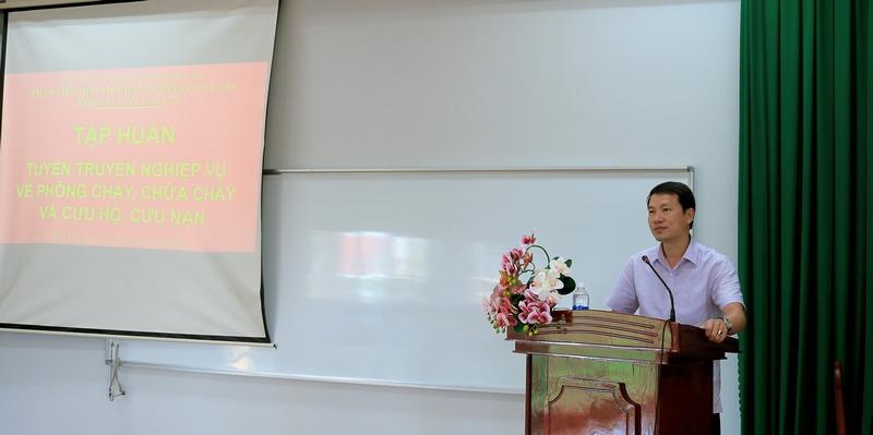 TS. Thiều Huy Thuật - Phó Giám đốc Phân viện Học viện Hành chính Quốc gia khu vực Tây Nguyên phát biểu tại buổi tập huấn
