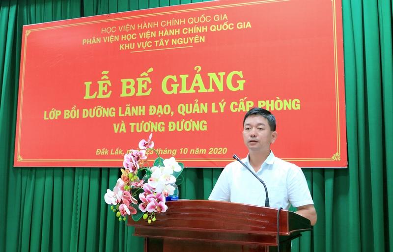 Ông Lê Thi Hà - Đại diện học viên của lớp phát biểu tại buổi lễ