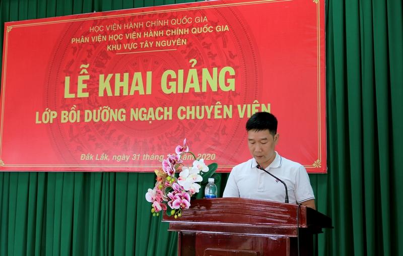 Ông Ninh Nam Phong - Đại diện cho học viên của lớp phát biểu tại buổi lễ