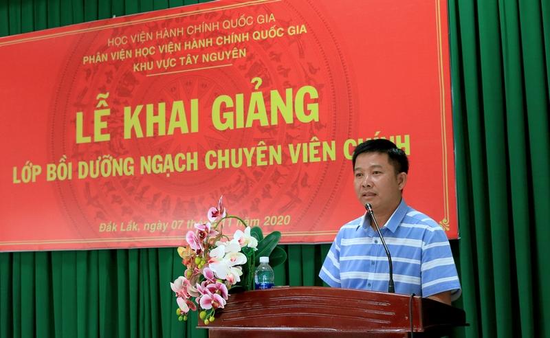 Ông Lê Tấn Kiểm - Đại diện học viên của lớp phát biểu tại buổi lễ