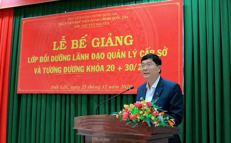 Ông Phạm Đăng Khoa - Đại diện cho học viên của lớp phát biểu tại buổi lễ