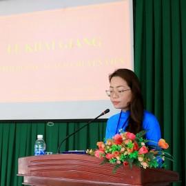 ThS. Lê Kim Loan - Phó phòng Quản lý Đào tạo và Bồi dưỡng, Phân viện Học viện Hành chính Quốc gia khu vực Tây Nguyên thông qua các quyết định liên quan đến lớp học
