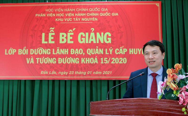 TS. Thiều Huy Thuật - Phó Giám đốc Phân viện Học viện Hành chính Quốc gia khu vực Tây Nguyên phát biểu bế giảng lớp học