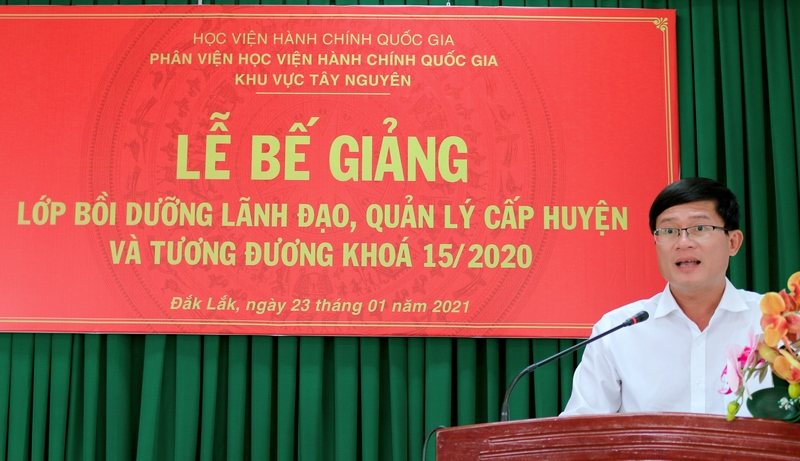 Ông Võ Quốc Tuấn - Đại diện cho học viên của lớp phát biểu tại buổi lễ