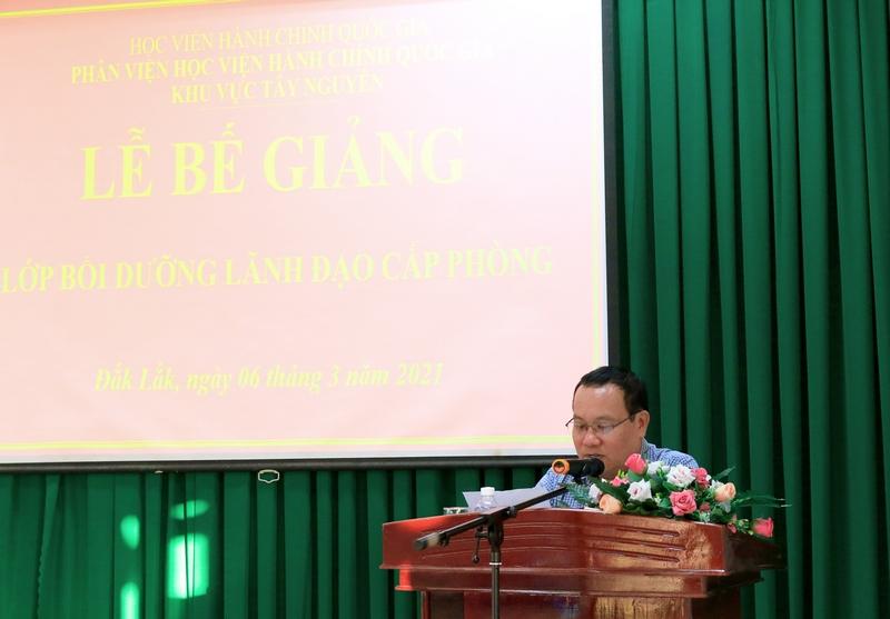 Ông Nguyễn Công Nguyên - Đại diện cho học viên của lớp phát biểu tại buổi lễ