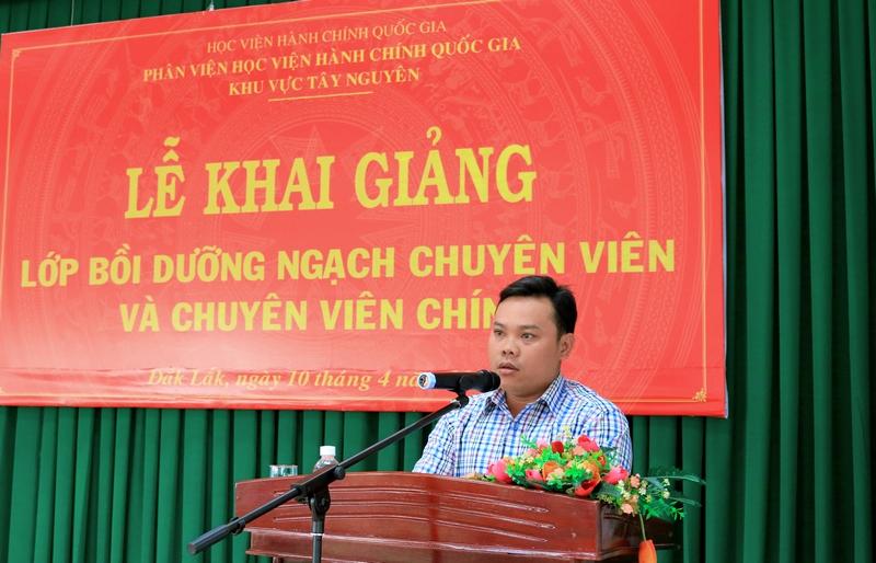 Anh Trần Ngọc Dũng - Học viên lớp chuyên viên chính, đại diện cho học viên của 2 lớp phát biểu tại buổi lễ