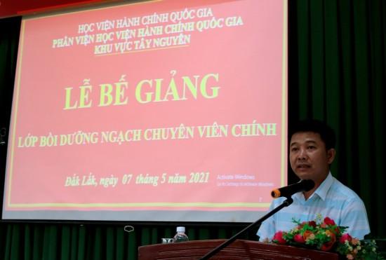 Ông Lê Tấn Kiểm – Đại diện cho học viên của lớp phát biểu tại buổi lễ