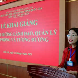 ThS. Lê Kim Loan - Phó trưởng phòng Quản lý đào tạo, bồi dưỡng thông qua các Quyết định liên quan đến lớp học