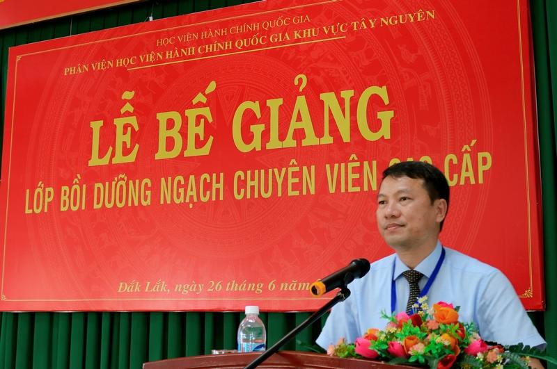 TS. Thiều Huy Thuật - Phó Giám đốc Phân viện HVHCQG khu vực Tây Nguyên phát biểu bế giảng lớp học