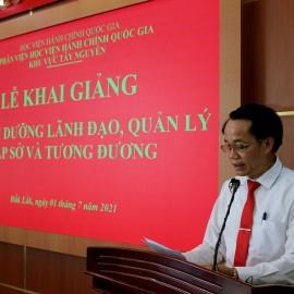 TS. Lê Văn Từ - Trưởng phòng Quản lý đào tạo, bồi dưỡng công bố các Quyết định liên quan đến lớp học