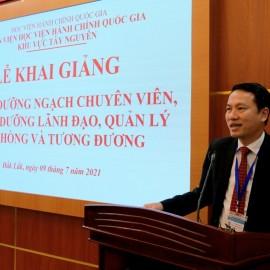 TS. Thiều Huy Thuật - Phó Giám đốc Phân viện HVHCQG KV Tây Nguyên phát biểu khai giảng các lớp học