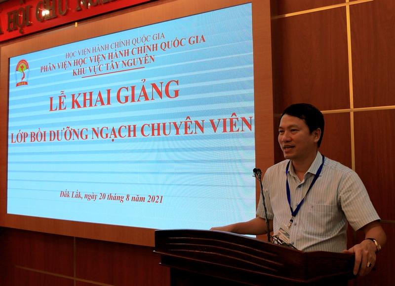 TS. Thiều Huy Thuật - Phó Giám đốc Phân viện HVHCQG KV Tây Nguyên phát biểu khai giảng các lớp học.
