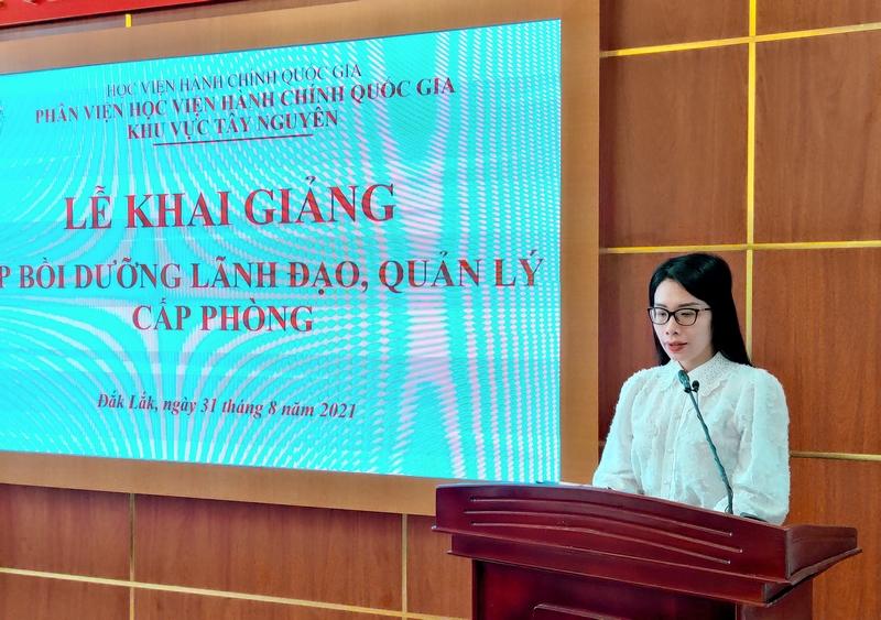 ThS. Nguyễn Thị Thu Hương - Phòng Quản lý ĐT-BD công bố các Quyết định liên quan đến lớp học