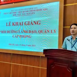 TS. Thiều Huy Thuật - Phó Giám đốc Phân viện HVHCQG KV Tây Nguyên phát biểu khai giang các lớp học.