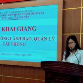 ThS. Đặng Thị Việt Hà - Phòng Quản lý ĐT-BD công bố các Quyết định liên quan.