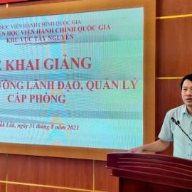 TS. Thiều Huy Thuật - Phó Giám đốc Phân viện HVHCQG KV Tây Nguyên phát biểu khai giảng lớp học.
