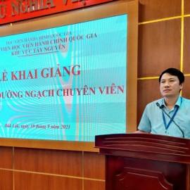 TS. Thiều Huy Thuật - Phó Giám đốc Phân viện HVHCQG KV Tây Nguyên phát biểu khai giảng lớp học