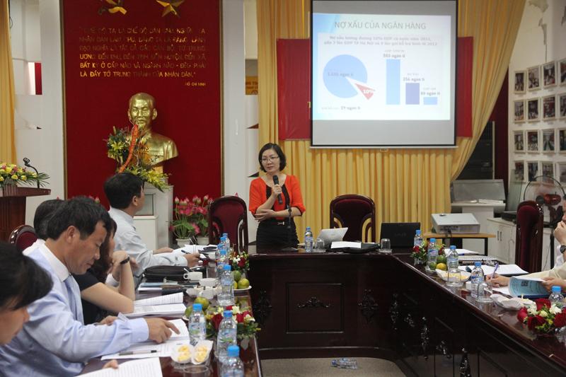 TS. Nguyễn Thị Thái Hưng – Giảng viên Học viện Ngân hàng trình bày tham luận tại Hội thảo