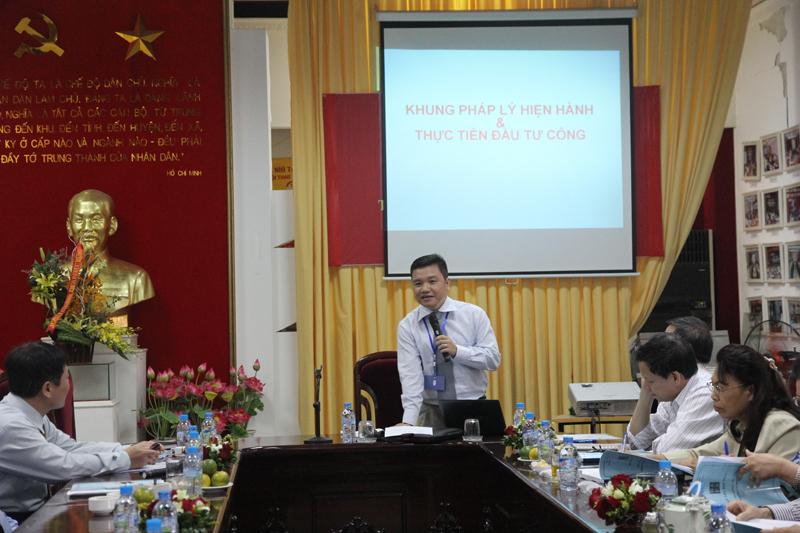 ThS. Lê Quang Sự - Giảng viên khoa Quản lý Tài chính công trình bày tham luận tại Hội thảo