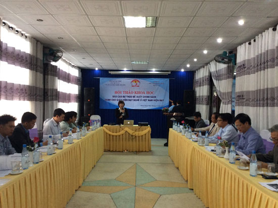 TS. Nguyễn Thị Hường phát biểu đề dẫn hội thảo.