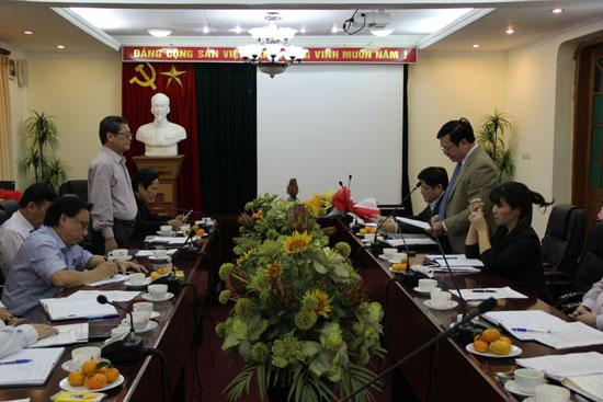 TS. Hoàng Quang Đạt đọc Quyết định bổ sung vào Ban Thường vụ Đảng ủy Học viện đối với PGS.TS. Lưu Kiếm Thanh