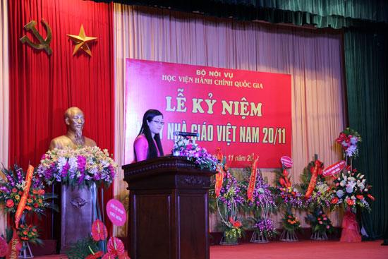 ThS. Đào Thị Thanh Thủy – Khoa Hành chính học đại diện cho thế hệ giảng viên trẻ phát biểu