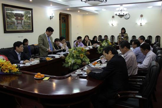 TS. Hoàng Quang Đạt đọc Quyết định bổ sung vào Ban Chấp hành Đảng bộ Học viện đối với PGS.TS. Nguyễn Thị Thu Vân