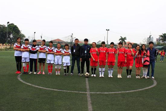 Nữ KH13HCH1 và KH13CSC trong trận tranh giải Ba – Tư