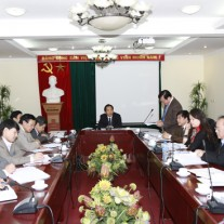 TS. Hoàng Quang Đạt báo cáo tình hình hoạt động của khoa Đào tạo, bồi dưỡng công chức và tại chức