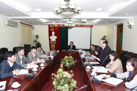 GS.TS. Đinh Văn Tiến nêu ý kiến đóng góp cho hoạt động khoa trong năm 2015