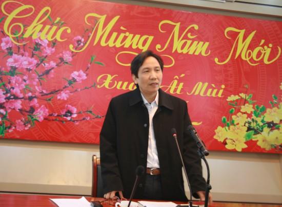 TS. Trần Anh Tuấn - Thứ trưởng Bộ Nội vụ báo cáo khái quát về các mặt hoạt động của Học viện trong năm vừa qua tại buổi gặp mặt