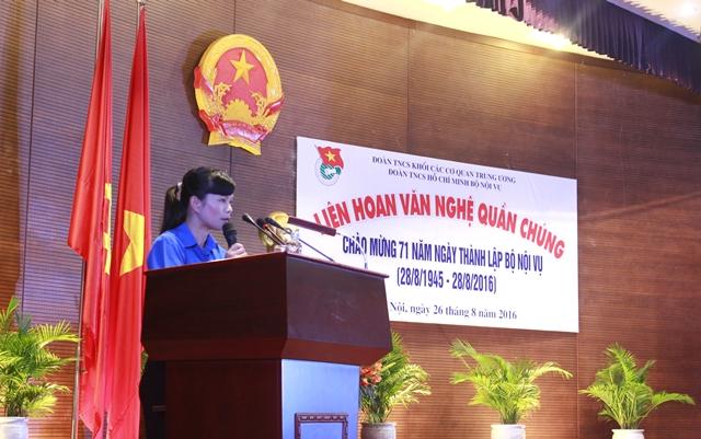 Đồng chí Đỗ Thị Thanh Mỹ - Phó Bí thư Đoàn Thanh niên Bộ Nội vụ phát biểu khai mạc Liên hoan