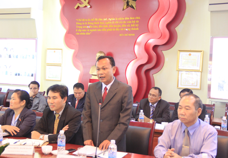 Đồng chí Khăm Phon Keo Pa Serd phát biểu tại buổi lễ