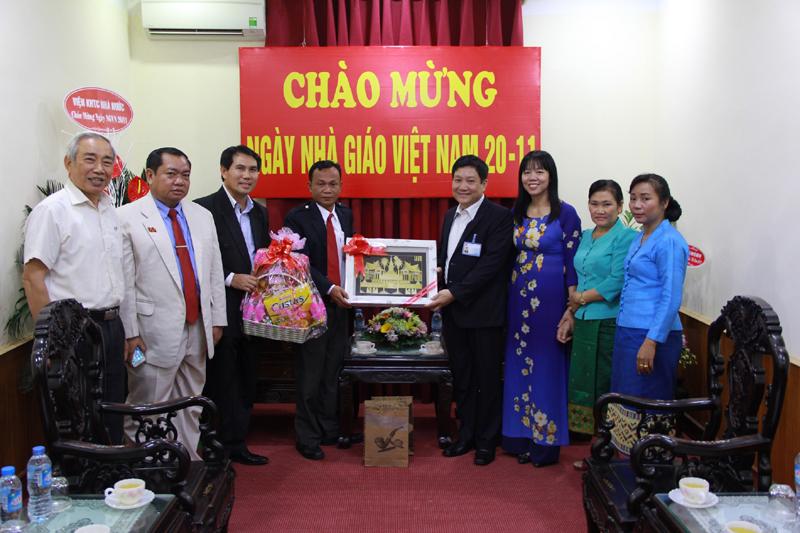 TS. Lê Như Thanh, PGD thường trực Học viện tiếp đại diện học viên Lào