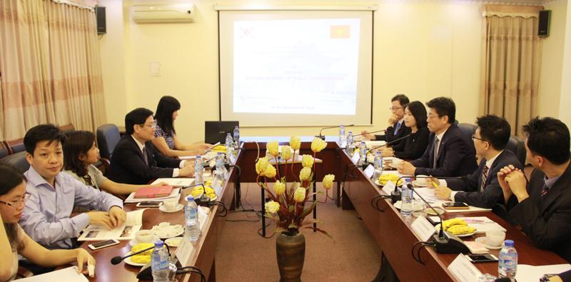 TS. Lê Như Thanh, Phó Giám đốc Thường trực Học viện  chủ trì buổi làm việc với Giám đốc KIPA