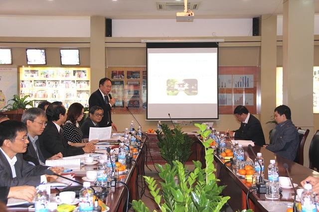 PGS.TS. Vũ Trọng Hách - Quyền Trưởng Khoa QLNN về xã hội phát biểu đề dẫn Hội thảo