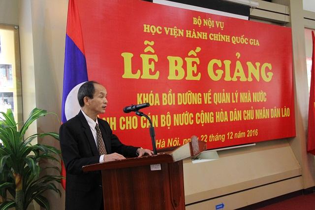 Ông May Kham-Kheu-a - Bí thư thứ nhất Đại sứ quán nước CHDCND Lào tại Việt Nam phát biểu tại Lễ bế giảng