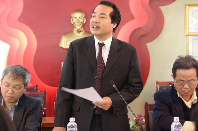 TS. Đoàn Hữu Bảy - Phó Vụ trưởng Vụ Khoa giáo, Văn xã, Văn phòng Chính phủ trình bày tham luận tại Hội thảo