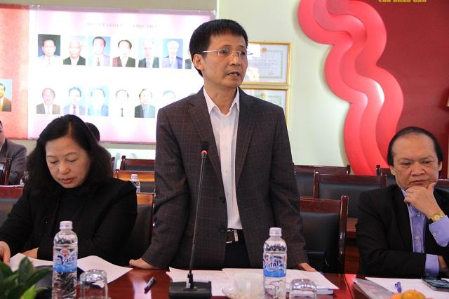 Ông Bùi Nguyên Hùng - Cục trưởng Cục bản quyền tác giả, Bộ Văn hóa, Thể thao và Du lịch trình bày tham luận tại Hội thảo