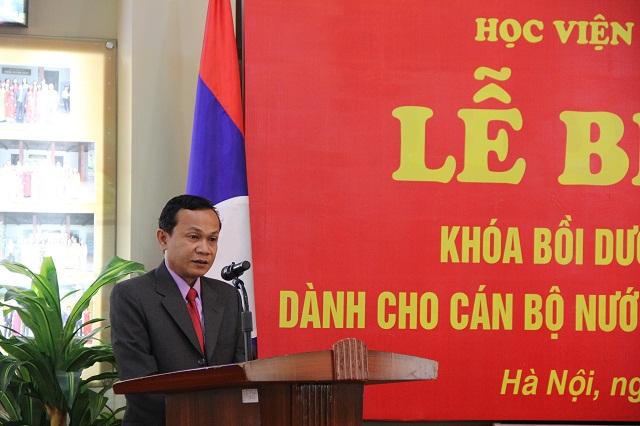 Đại diện học viên Lào phát biểu cảm nghĩ tại Lễ bế giảng