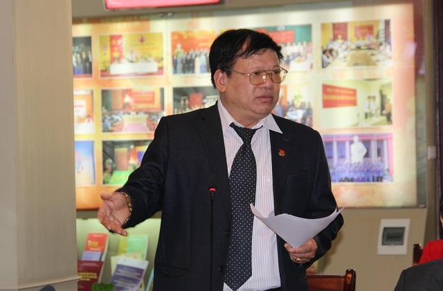 Ông Hoàng Đức Hậu - nguyên Vụ trưởng Vụ Văn hóa dân tộc, Bộ Văn hóa, Thể thao và Du lịch phát biểu ý kiến tại Hội thảo