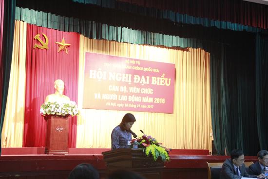 TS. Nguyễn Thị Thu Vân- Trưởng Ban Tổ chức - Cán bộ Báo cáo kết quả thực hiện QUy chế Dân chủ