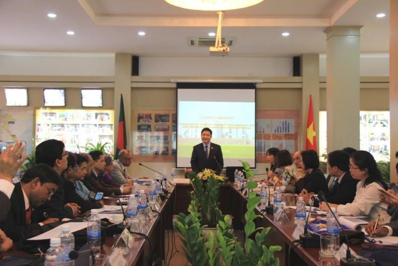 TS. Lê Như Thanh, Phó Giám đốc Thường trực Học viện chủ trì lễ bế giảng
