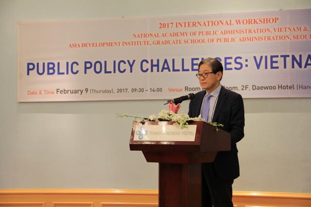 GS.TS. Choi Jong-won phát biểu tại tọa đàm