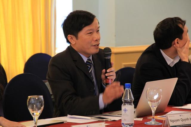 TS. Nguyễn Quỳnh Huy trình bày ý kiến tham luận