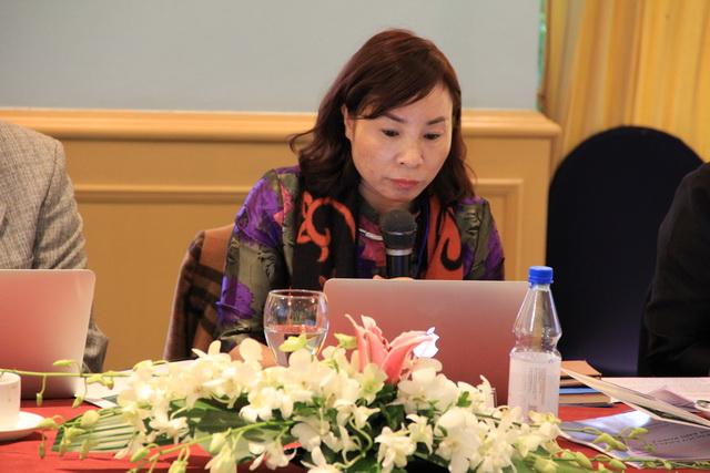 TS. Nguyễn Thị Hường trình bày ý kiến tham luận