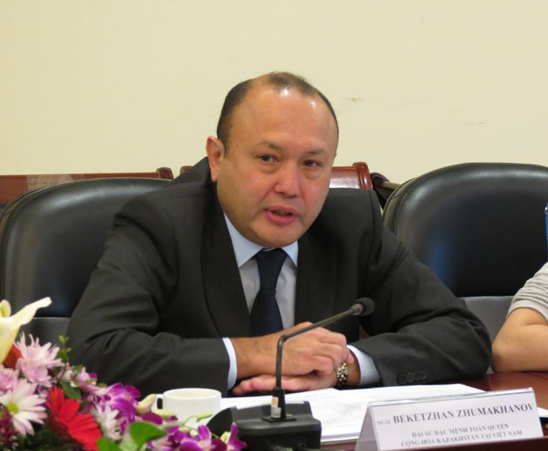 Ngài Bê-két-gian Du-ma-kha-nốp, Đại sứ Đặc mệnh toàn quyền Cộng hòa Ca-dắc-xtan tại Việt Nam phát biểu